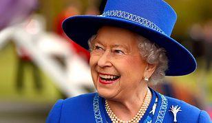 Nowy portret królowej Elżbiety. Ozdoba, którą prezentuje, nie jest zwykłą broszką