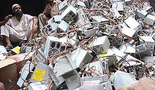 Kraj pod stertą śmieci