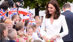 Piękne i lśniące włosy to znak rozpoznawczy Księżnej Kate.