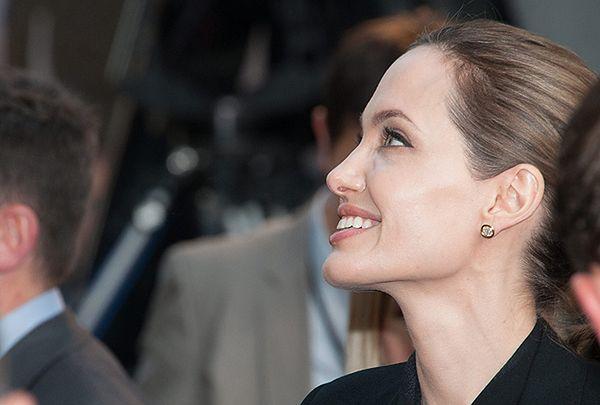 Po mastektomii Angeliny Jolie lekarze przestrzegają przed domowymi testami