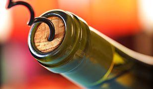 Jak otworzyć wino bez korkociągu. Praktyczne sposoby