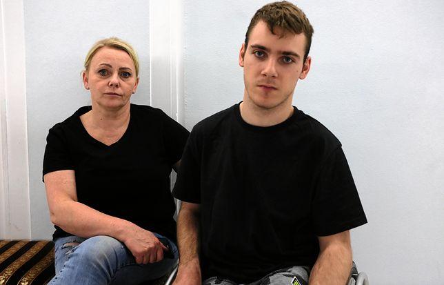 Iwona Hartwich i jej syn Jakub protestują w Sejmie