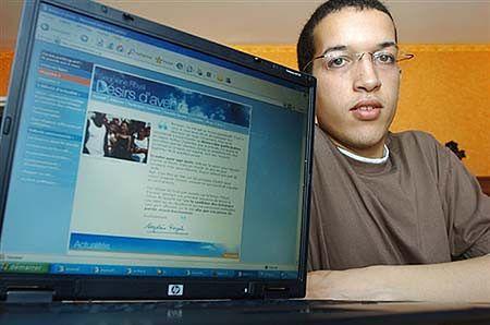 Laptopy z Internetem dla uczniów obiecuje PO