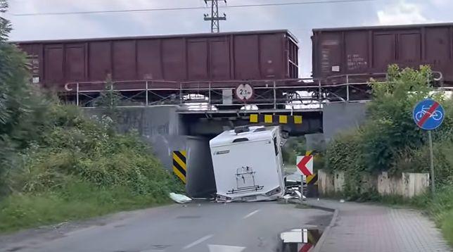 Na szczęście kierowcy nic się nie stało.(Fot: YouTube)