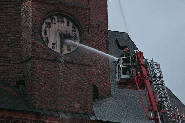 170 strażaków walczyło z pożarem katedry w Gorzowie Wielkopolskim
