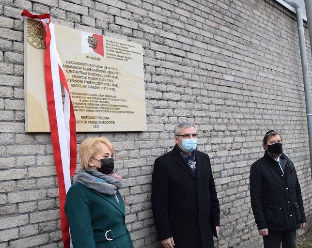 Będzin. Władze miasta i IPN w Katowicach odsłoniły pamiątkową tablicę upamiętniającą grupę Ładosia..