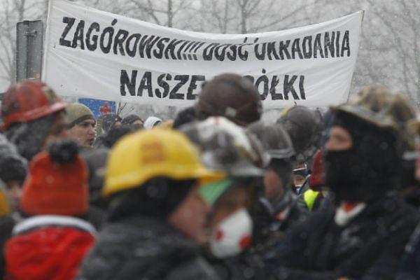 Górnicy protestują przed siedzibą Jastrzębskiej Spółki Węglowej