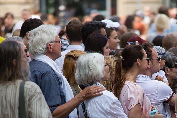 CBOS: Polacy są tolerancyjni wobec innych ras i narodowości, boją się członków sekt