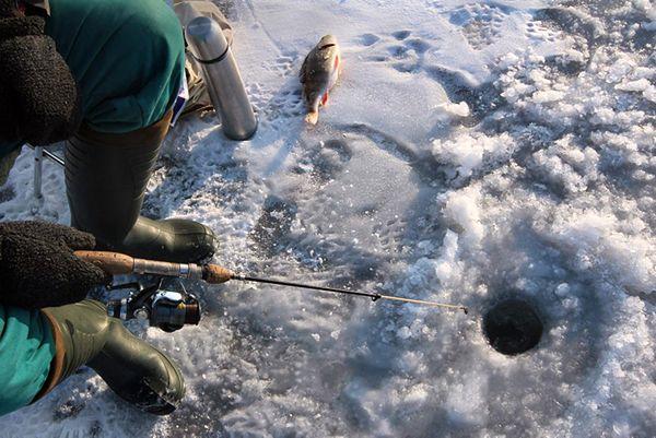 Nie żyje mężczyzna, pod którym załamał się lód na jeziorze Ławki