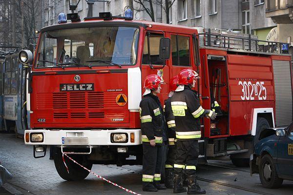 Na miejscu pracuje dziewięć zastępów straży pożarnej