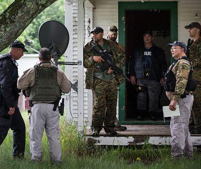 Zdjęcie z poszukiwań zbiegłych więźniów w Dannemorze