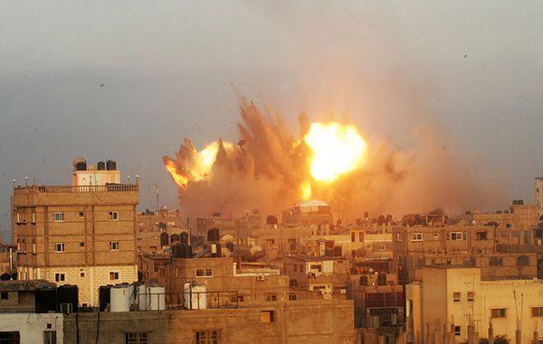 Jeden z izraelskich ataków lotniczych na Strefę Gazy