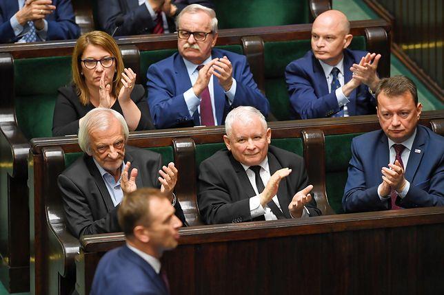 Sondaż CBOS. Kaczyński ma powody do zadowolenia