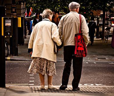 Aż 77 proc. badanych jest zdania, że emerytura z ZUS nie wystarczy na w miarę dostatnie życie.