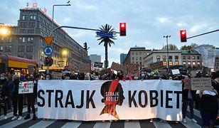 Strajk Kobiet. Protest w Warszawie na rondzie de Gaulle'a