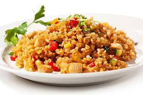 Kurczak z ryżem i warzywami - przepis, składniki, sposób przygotowania, wersja fit