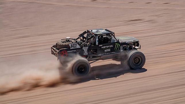 Samochodowy Iron Man, czyli Baja 1000