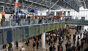 Na najbardziej obleganym polskim lotnisku – warszawskim porcie im. Fryderyka Chopina punktualność spadła do 70 proc.