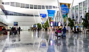 Port lotniczy we Wrocławiu położone jest ok. 10 km na zachód od centrum miasta, na osiedlu Strachowice