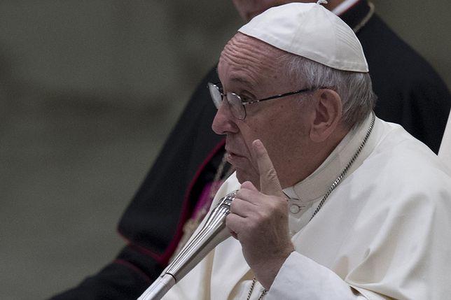 Papież Franciszek podczas audiencji w Watykanie