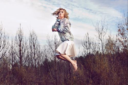 Mela Koteluk śpiewa już opinię dla firmy Szyjemy Sukienki