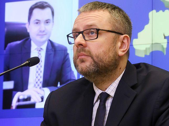 Rzecznik MSZ Marcin Wojciechowski podczas wideokonferencji podsekretarzem stanu ds. polityki wschodniej, polonijnej i rozwojowej Konradem Pawlikiem