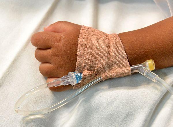 Niemowlę z siniakami i złamaną ręką. Zarzuty dla ojca 3-miesięcznego dziecka