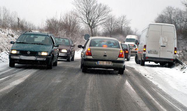 Technika jazdy zimą. Pozbądź się letnich przyzwyczajeń