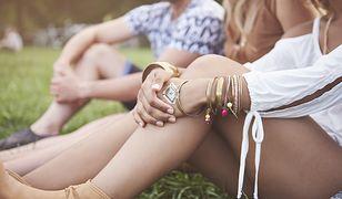 Kolor ubrania, karnacja czy moda? Tak powinnaś wybierać biżuterię