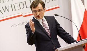 Minister Ziobro ostrzega komorników: Za zajęcie pieniędzy z programu 500+ grożą kary