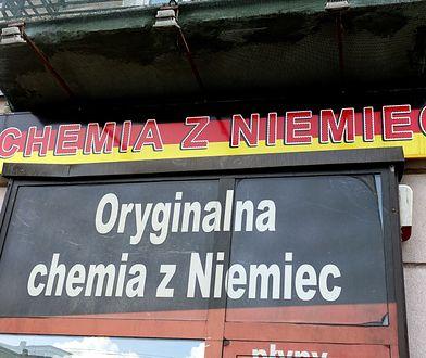 """Na różnicach w składach produktów biznes zrobiły między innymi sklepy z """"chemią z Niemiec""""."""