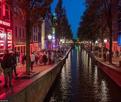 Holandia. Dzielnica czerwonych latarni przed pandemią koronawiursa