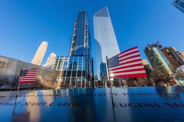 """Zamach z 11 września 2001 na World Trade Center. Lech Wałęsa wspomina wydarzenia jako """"jeden z najtragiczniejszych dni w historii ludzkości"""""""