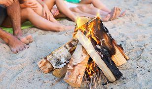 Ognisko na plaży - Polacy korzystają ze zmiany przepisów?