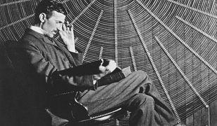 Nikola Tesla w swoim laboratorium