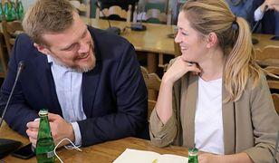 Adrian Zandberg i jego klubowa koleżanka, szefowa komisji ds. rodziny, Magdalena Biejat