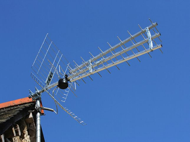 Urząd Komunikacji Elektronicznej bada sygnał naziemnej telewizji cyfrowej
