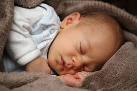 Trądzik noworodkowy - przyczyny, objawy, leczenie i pielęgnacja skóry