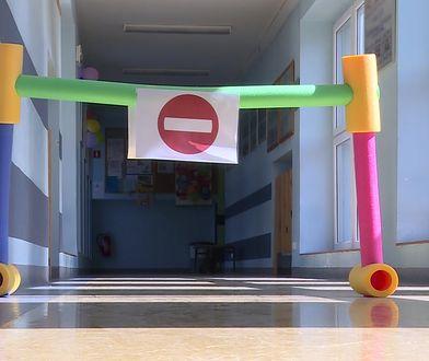 Szkoła wprowadza na korytarzach ruch jednokierunkowy. To efekt reformy edukacji