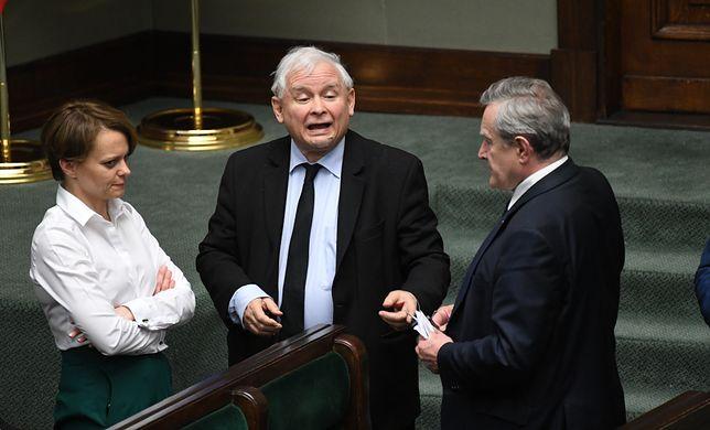 """Incydent w Sejmie i """"chamska hołota"""". PiS broni Jarosława Kaczyńskiego"""