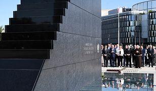 Pomnik smoleński został odsłonięty w 8. rocznicę katastrofy smoleńskiej