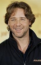 Russell Crowe i australijscy surferzy