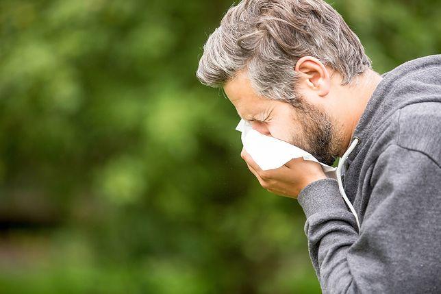 Koronawirus. Kichanie jednym z symptomów? Eksperci odpowiadają