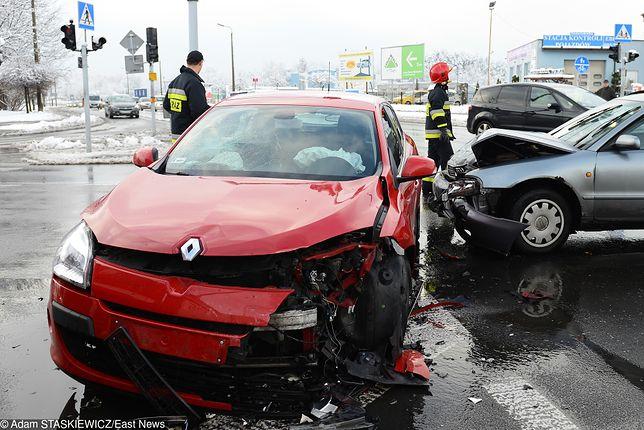 Auto zastępcze na koszt ubezpieczyciela czy poszkodowanego? Coraz więcej spraw trafia do sądu