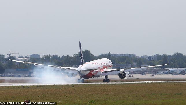 Warszawa. Pierwszy biało-czerwony Dreamliner LOT wylądował