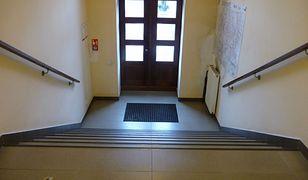 Śląsk. Ratusz w Knurowie zamontuje platformy dla niepełnosprawnych. Instynktowna obsługa
