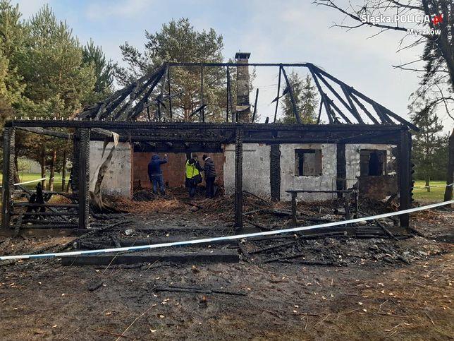 W spalonym domku gościnnym w Myszkowie znaleziono zwłoki dwóch mężczyzn.