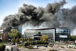 """Pożar """"Mordoru"""" w Warszawie. Płonie budka z fast foodem"""