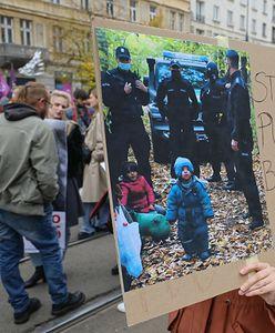"""""""Stop torturom na granicy"""". Warszawska demonstracja solidarności z uchodźcami i uchodźczyniami"""