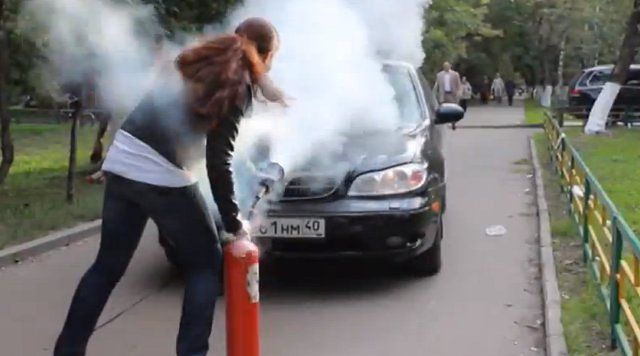 Gaśnicą w samochody